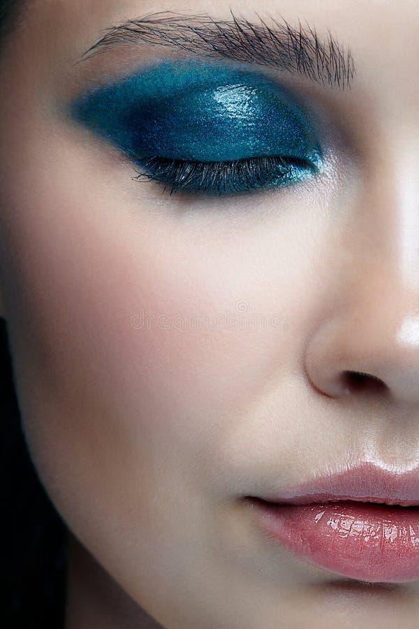 Close-up macroportret van vrouwelijk gezicht met gesloten ogen Menselijke wo stock afbeelding