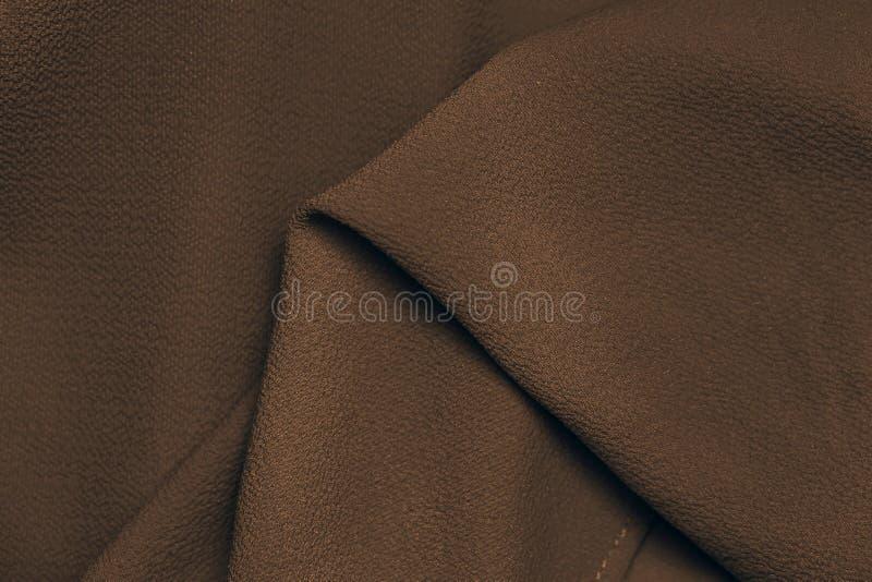 Close-up marrom escuro do fundo da textura da seda da tela foto de stock royalty free