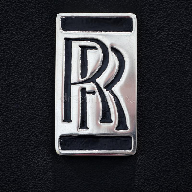 Close up metálico do logotipo de Rolls royce no carro de Rolls royce indicado na mostra de Moto em Cracow foto de stock royalty free