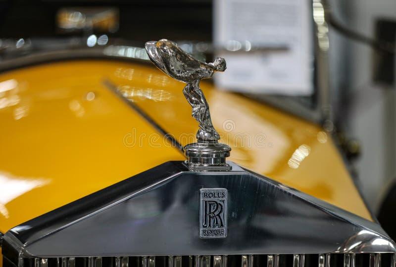 Close up metálico do logotipo de Rolls royce no carro de Rolls royce indicado na mostra de Moto no Polônia de Cracow imagem de stock royalty free