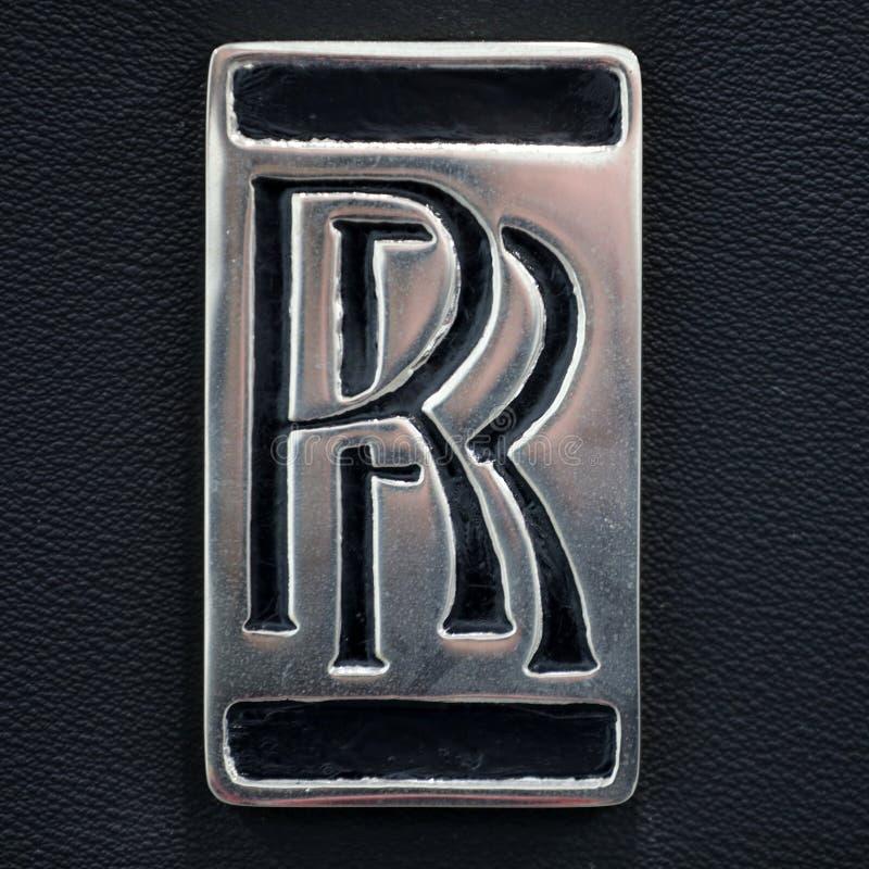 Close up metálico do logotipo de Rolls royce no carro de Rolls royce indicado na mostra de Moto no Polônia de Cracow fotos de stock