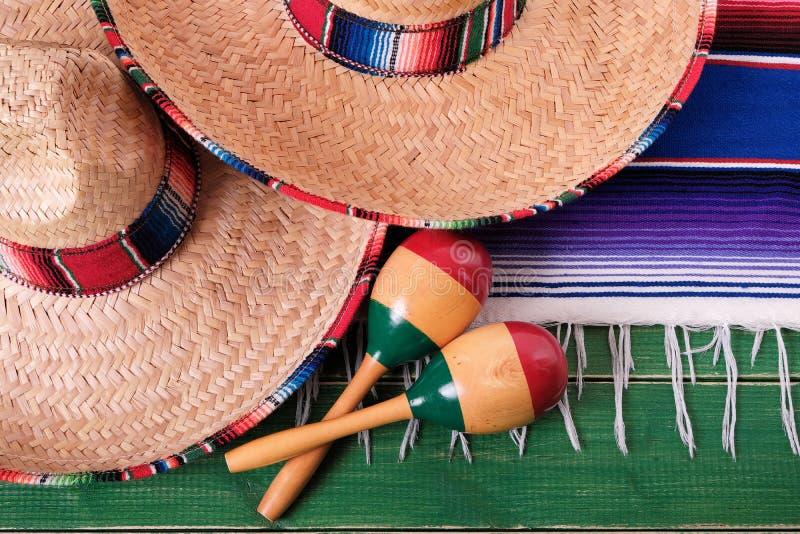 Close up mexicano t dos maracas do sombreiro do festival do de Mayo do cinco de México imagem de stock royalty free