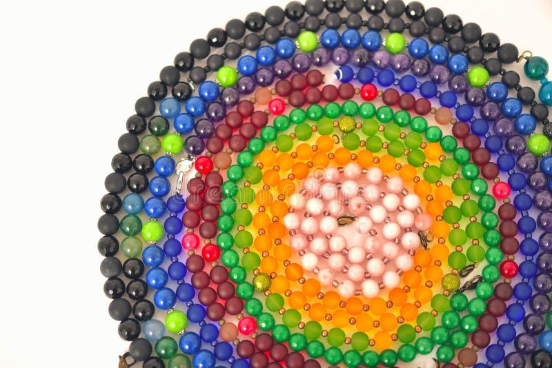 Close-up misturado dos grânulos das cores feito das pedras naturais ou dos mármores de vidro fotos de stock