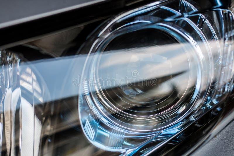 Close up moderno do carro do farol imagem de stock