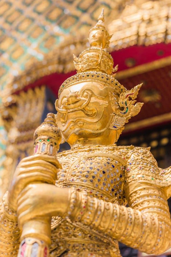 Close-up mooie Gouden Reus in Wat Phra Kaew of de Tempel stock fotografie