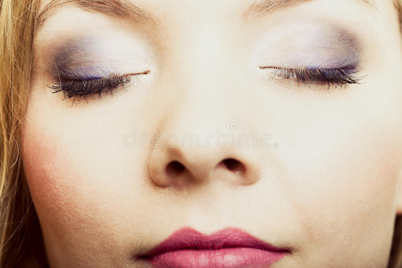 Close-up mooie vrouwelijke ogen met samenstellingsgezicht royalty-vrije stock afbeelding
