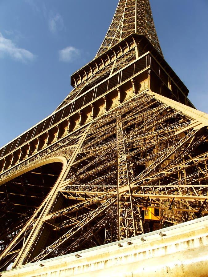 Close up na luz do dia - Paris da torre Eiffel fotografia de stock royalty free