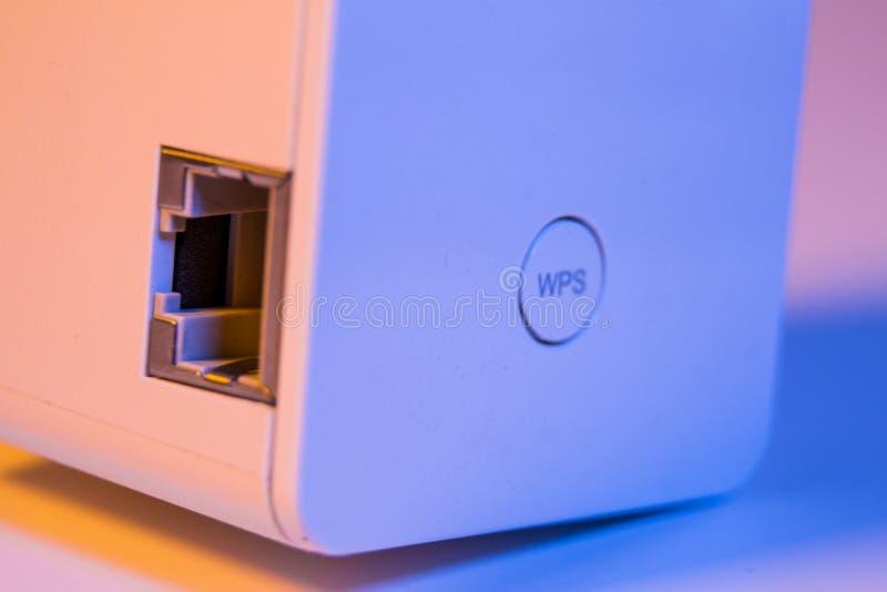 Close up no botão do repetidor WPS de WiFi e no soquete dos ethernet foto de stock royalty free