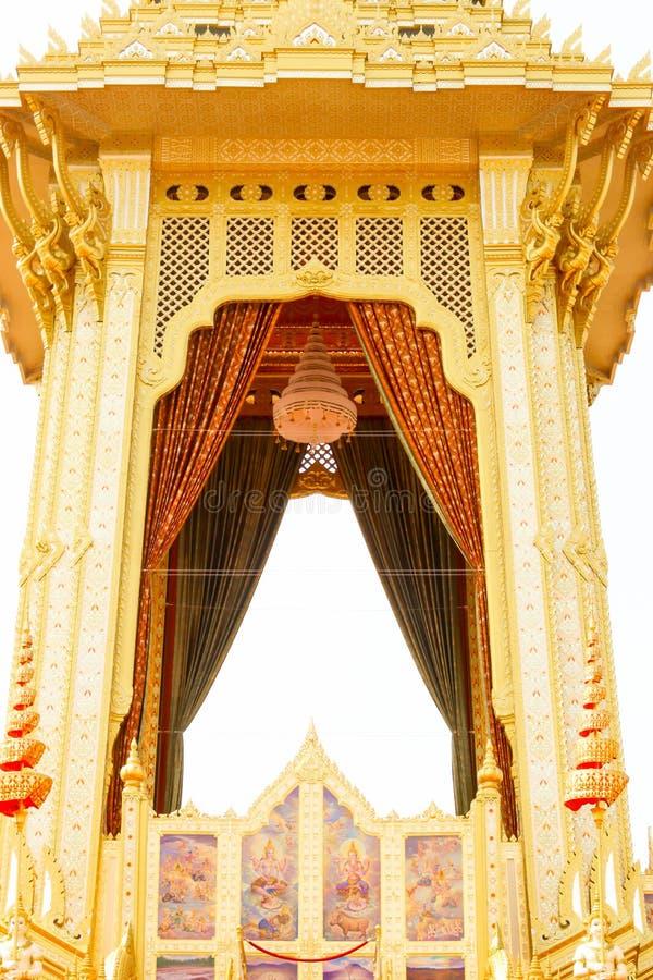 Close up o crematório real bonito do ouro para o rei Bhumibol Adulyadej em Banguecoque no 4 de novembro de 2017 fotografia de stock