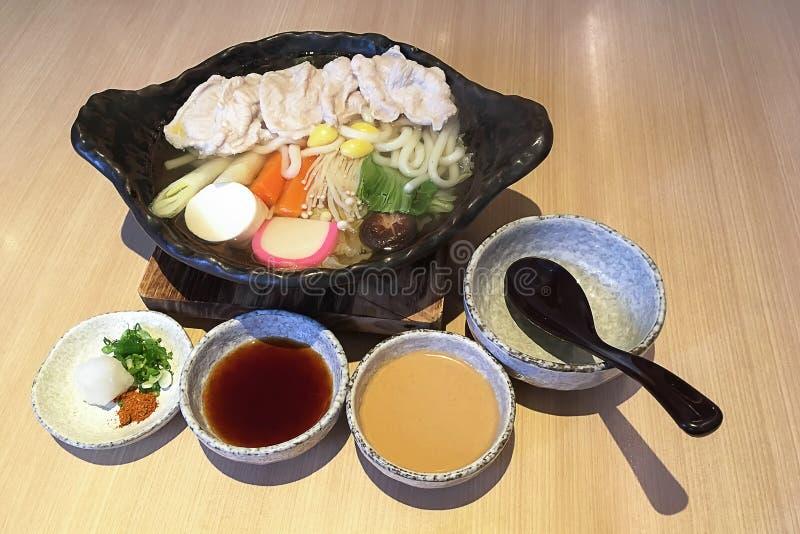 Close-up op het Vastgestelde authentieke Japanse voedsel van Varkensvleesshabu stock afbeelding