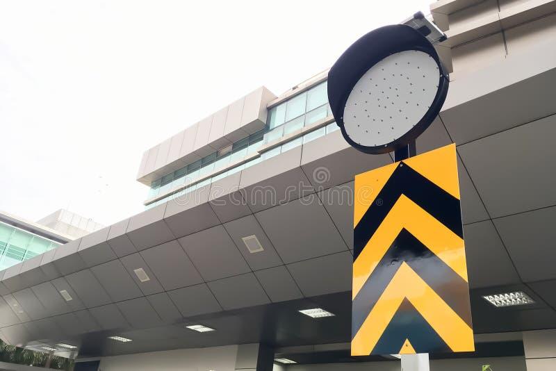 Close-up op Verkeerslichtsignage dat als verkeerscop kijkt royalty-vrije stock fotografie