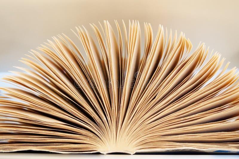 Close-up open boek met pagina's, abstracte achtergrond royalty-vrije stock afbeelding