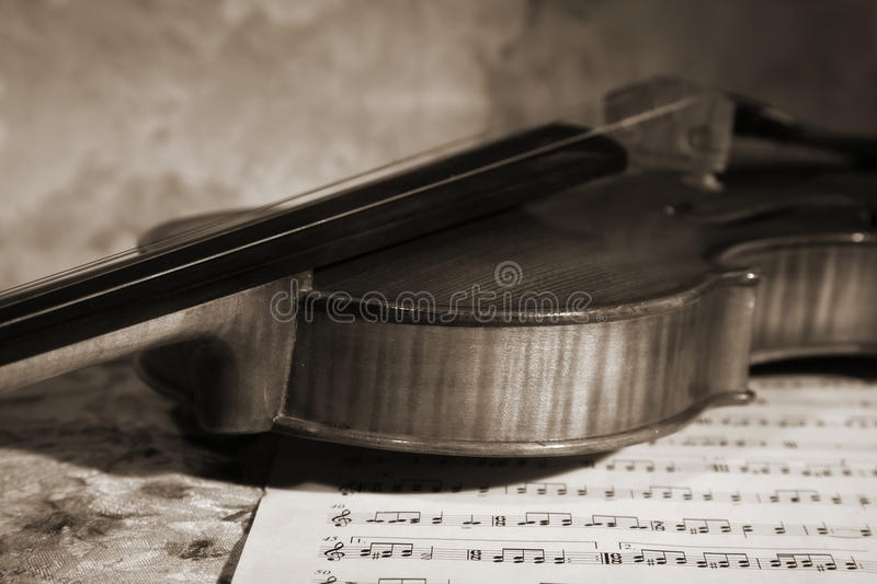Download Close-up Picture Of The Old Violin Witn Score Stock Image - Image: 18488553