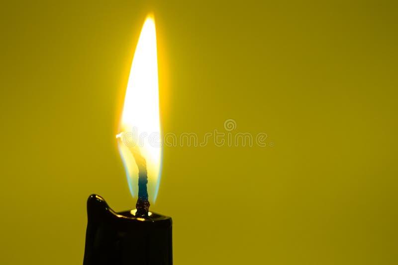 Close up preto da luz da vela imagens de stock