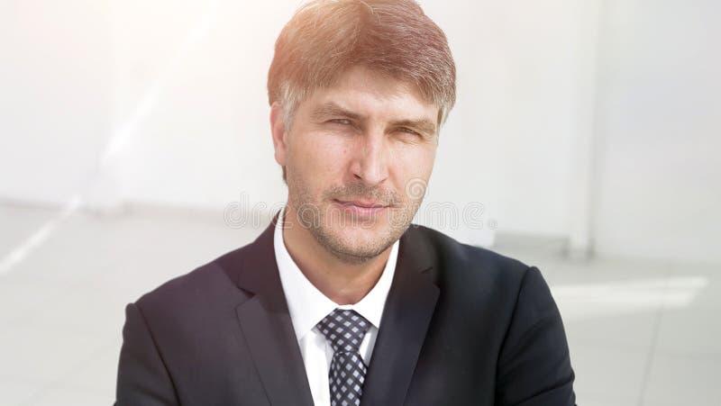 Close-up Retrato de um empregador bem sucedido benevolente imagem de stock