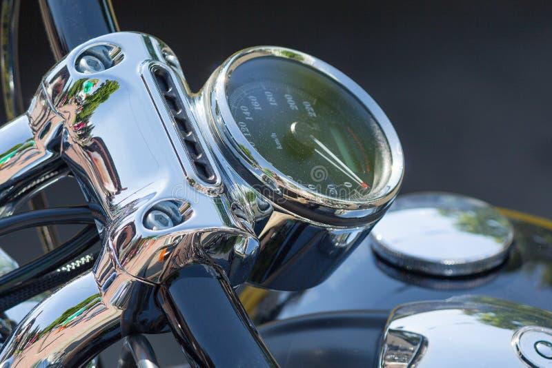Close up retro cromado da motocicleta do velocímetro fotografia de stock
