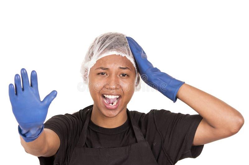 Close-up Spaanse jonge mens die het blauwe schoonmaken dragen stock foto's