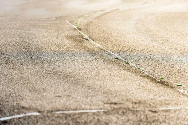 Close-up Tijdelijke gele devider op Britse autosnelweg stock afbeelding