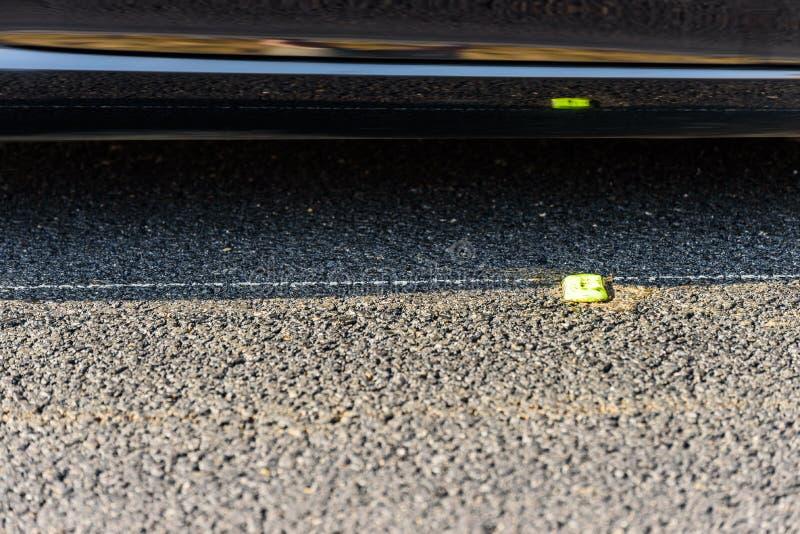 Close-up Tijdelijke gele devider op Britse autosnelweg royalty-vrije stock foto
