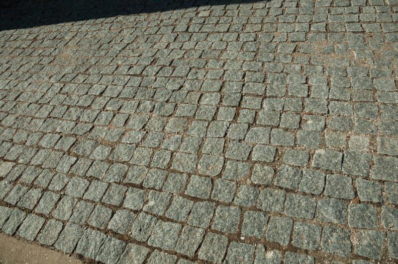 Close-up van bestrating van graniet setts op steeg wordt gemaakt die stock foto