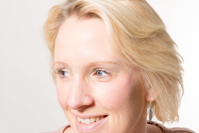 Close-up van Blonde Dame Looking Away stock afbeelding
