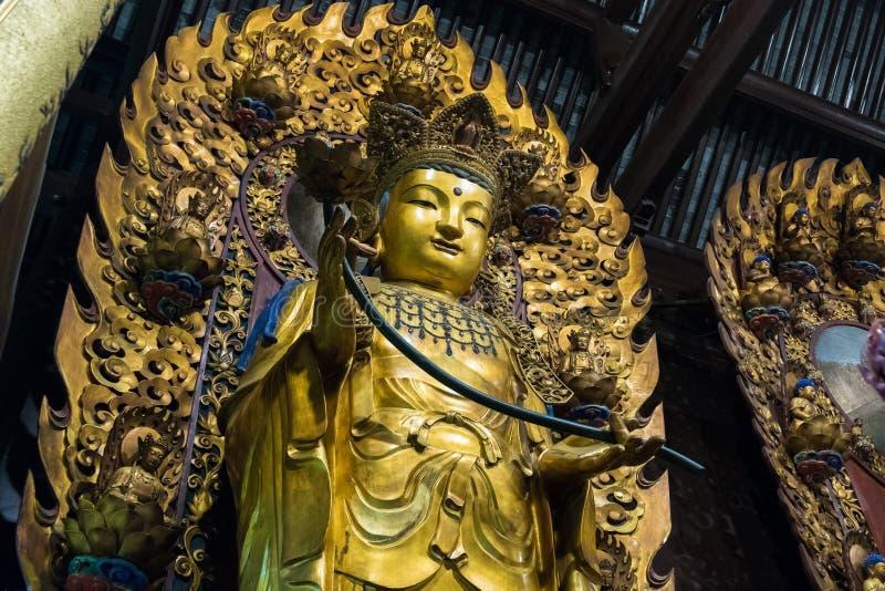 Close-up van Boeddhistisch Godsstandbeeld in de oude longhuatempel China, Shanghai stock afbeelding
