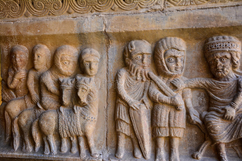 Close-up van Catalaans roman kunstbeeldhouwwerk in het klooster van Elne royalty-vrije stock foto