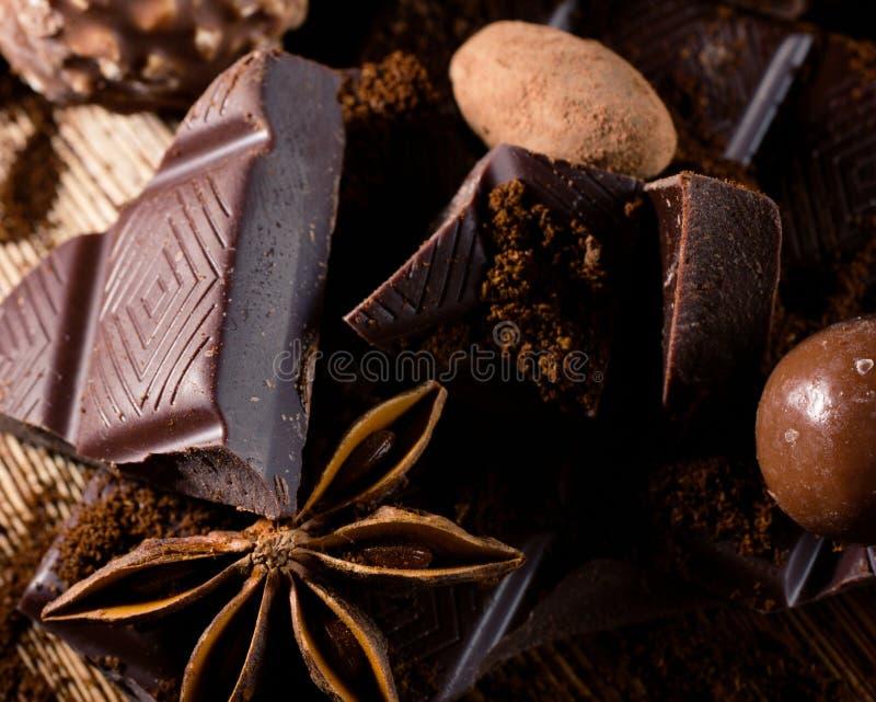 Close-up van chocolade en kruiden stock fotografie