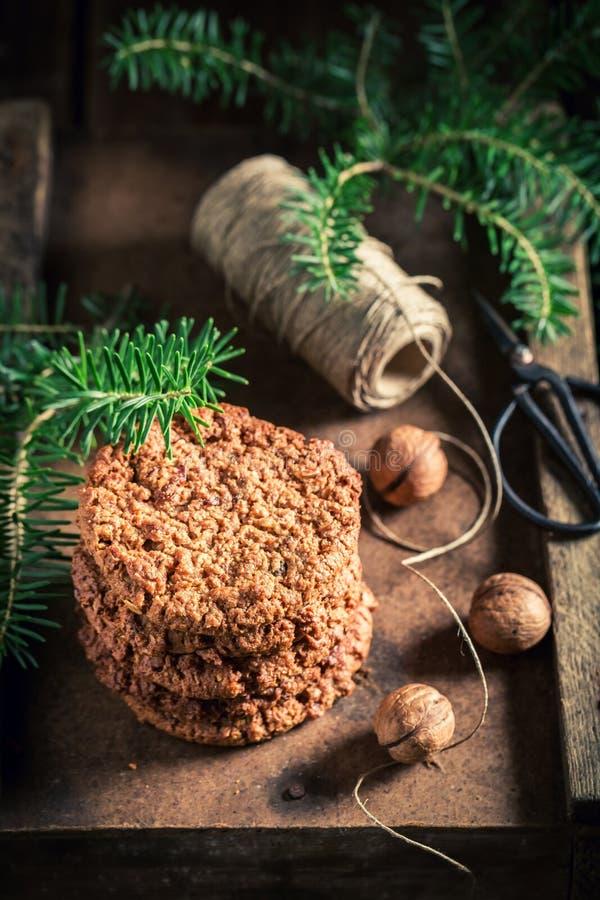 Close-up van chocoladekoekjes als kleine Kerstmissnack royalty-vrije stock foto's