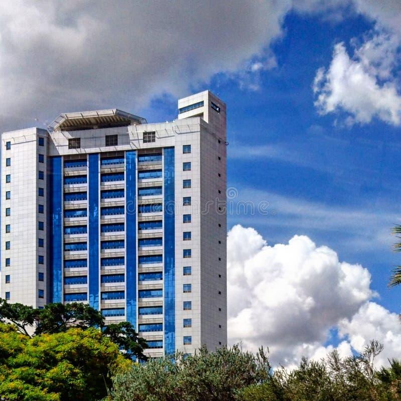 Close-up van de bouw structuur in de horizon van Nairobi stock foto's