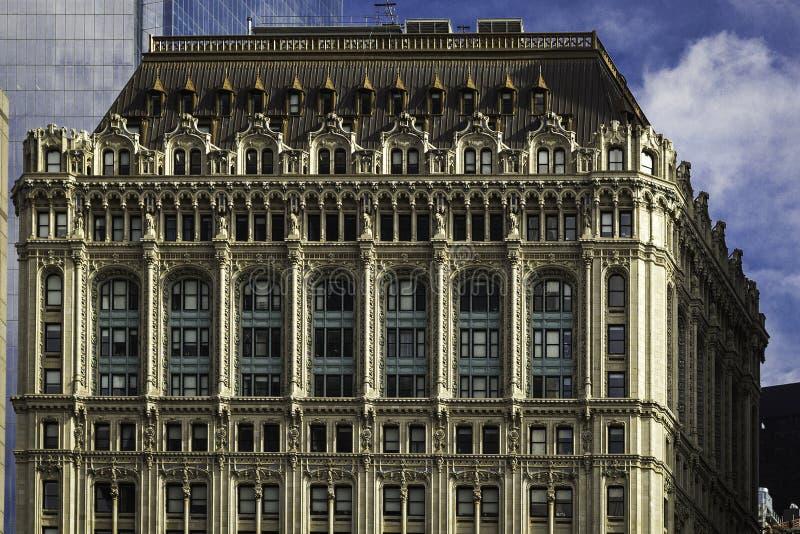 Close-up van de de bouwvoorgevel van Manhattan de historische royalty-vrije stock afbeelding