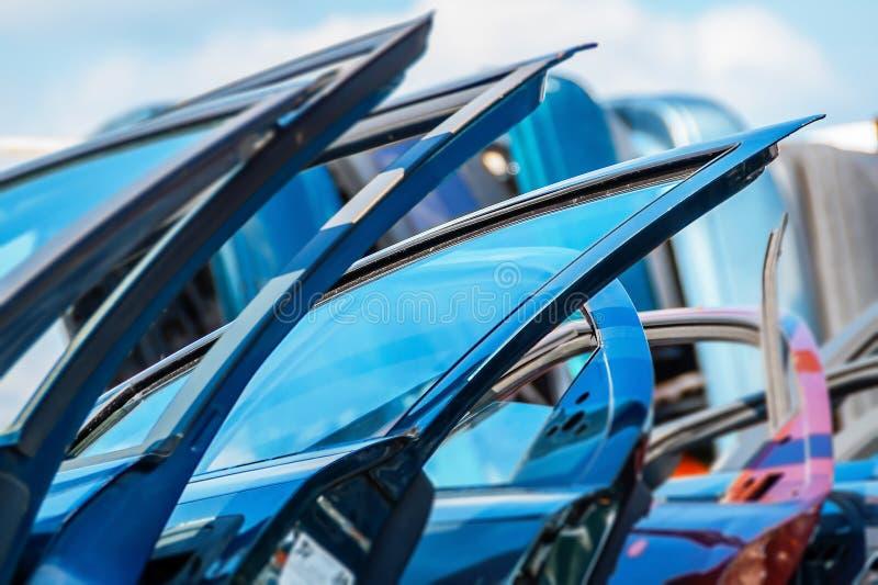 Close-up van de deur het oude auto stock foto's