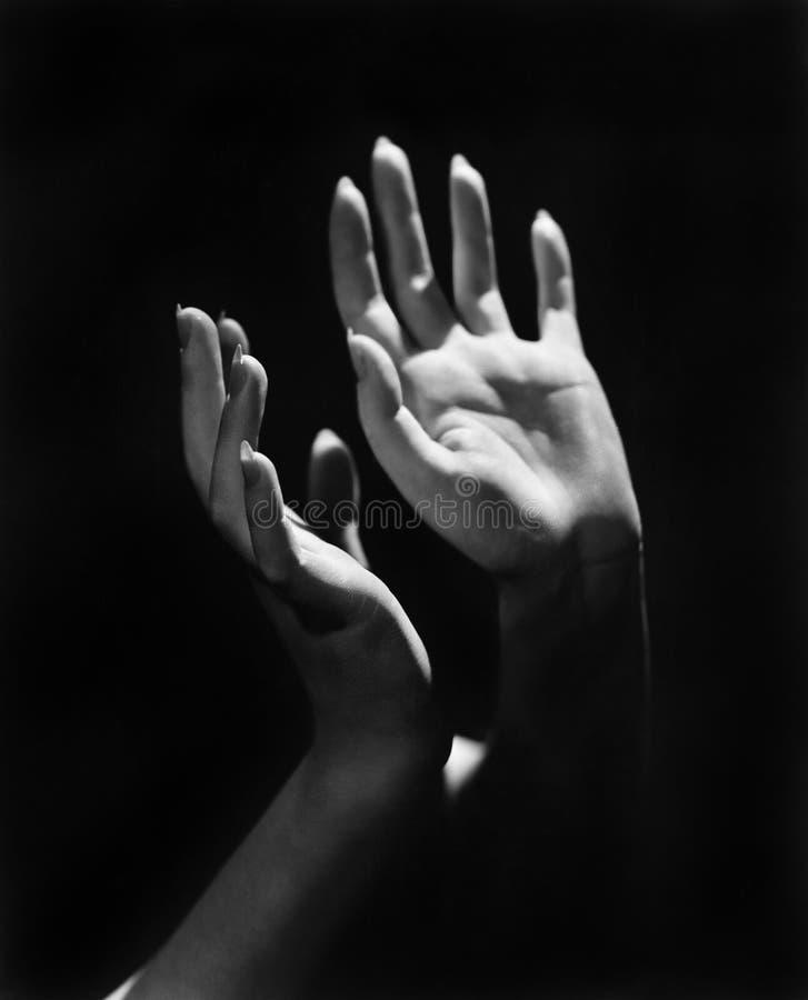 Close-up van de handen van een persoon (Alle afgeschilderde personen leven niet langer en geen landgoed bestaat Leveranciersgaran stock fotografie