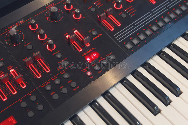 Close-up van de sleutels de elektronische synthesizer stock afbeelding