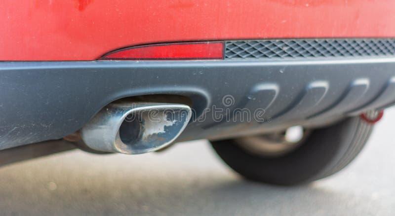 Close-up van de uitlaatpijp van de auto royalty-vrije stock afbeeldingen