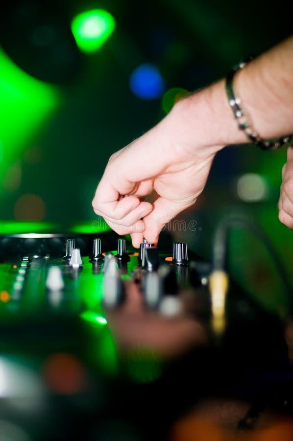 Close-up van deejay hand stock afbeelding
