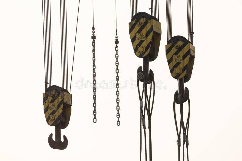 Close-up van drie kraanhaken van een op zwaar werk berekende kraan royalty-vrije stock afbeeldingen