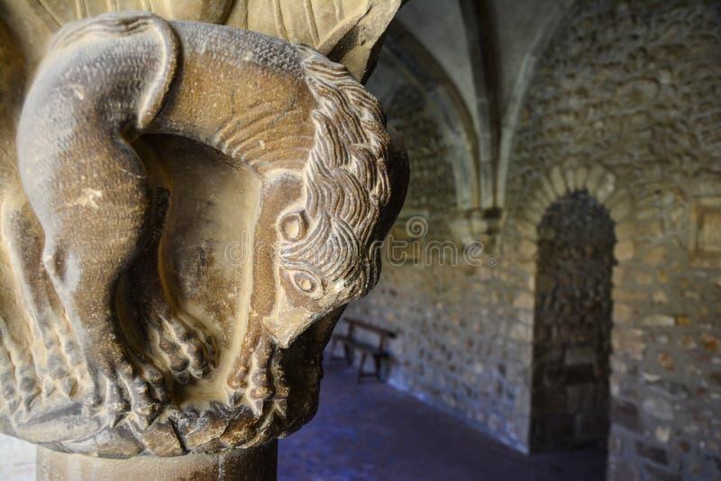 Close-up van een Catalaans roman kunstbeeldhouwwerk in het klooster van Elne, royalty-vrije stock foto's
