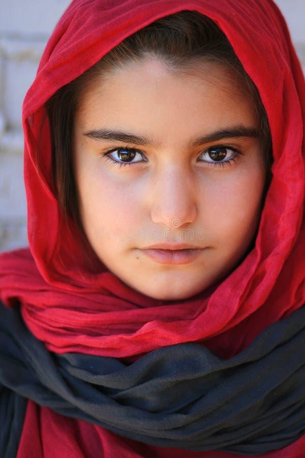 Close-up van een klein meisje met hijab royalty-vrije stock afbeeldingen