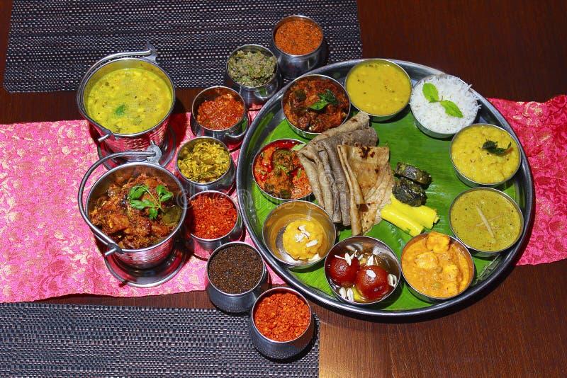 Close-up van een Maharashtrian-thali stock afbeeldingen