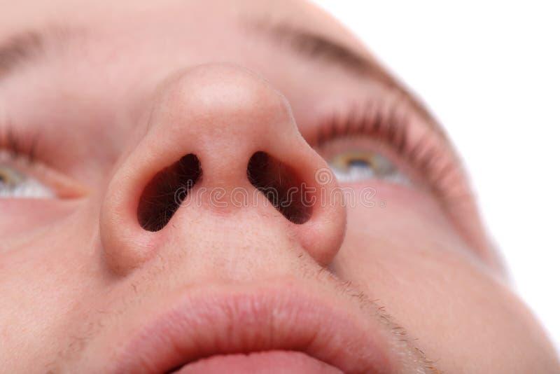 Close-up van een mens die zijn neusgaten tonen Geïsoleerd over witte achtergrond royalty-vrije stock foto