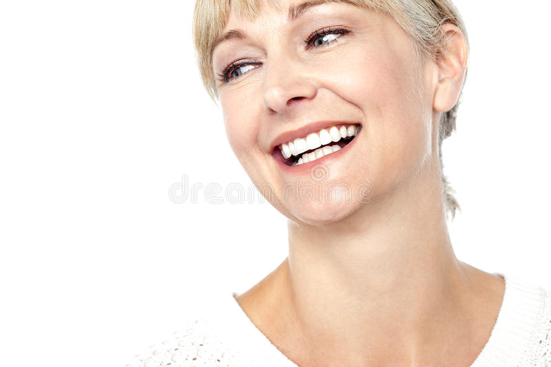 Close-up van een mooie vrouw is ontsproten die heartily glimlachen die stock fotografie