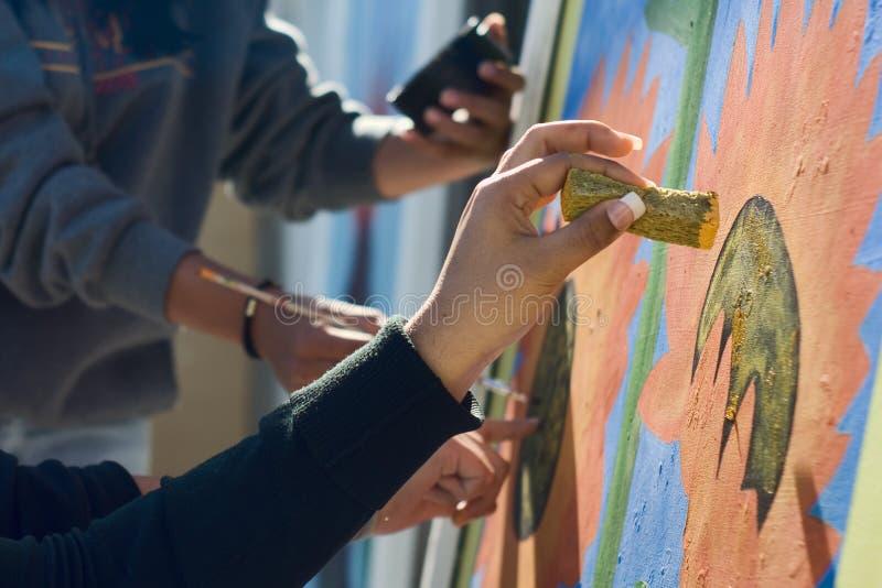Close-up van een Muurschildering die door Verscheidene Kunstenaars wordt geschilderd stock foto's