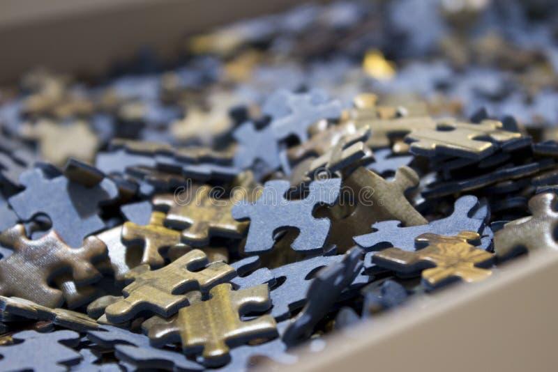 Close-up van een overzees van puzzels binnen een doos stock foto