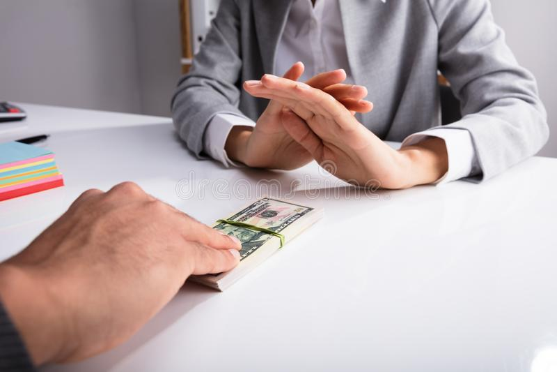 Close-up van een Persoons` s Hand die Steekpenning weigeren royalty-vrije stock foto