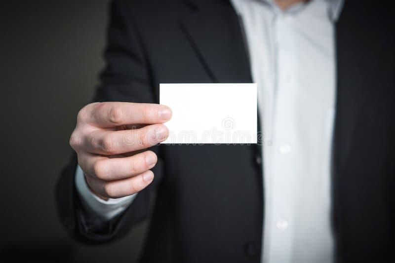 Close-up van een Persoonshand met Kaart stock fotografie