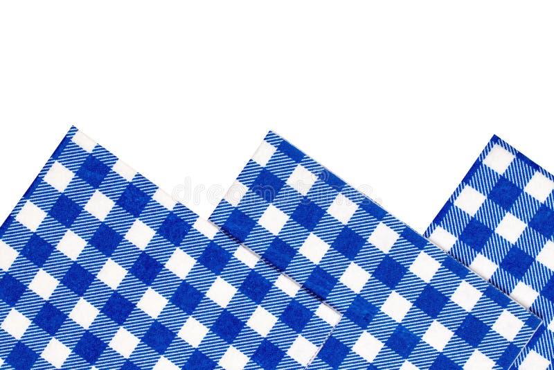 Close-up van een reeks van blauw en wit geruit die keukendoek of servet op witte achtergrond wordt geïsoleerd De Toebehoren van d royalty-vrije stock foto's