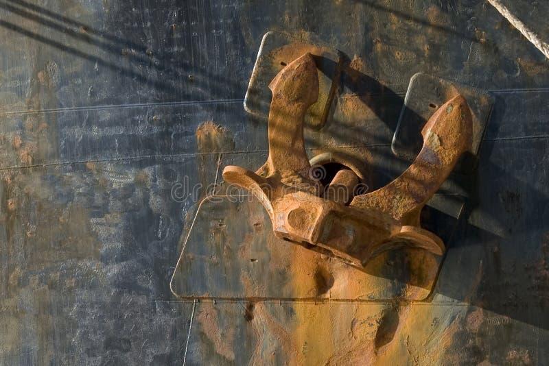 Close-up van een roestig anker stock foto's