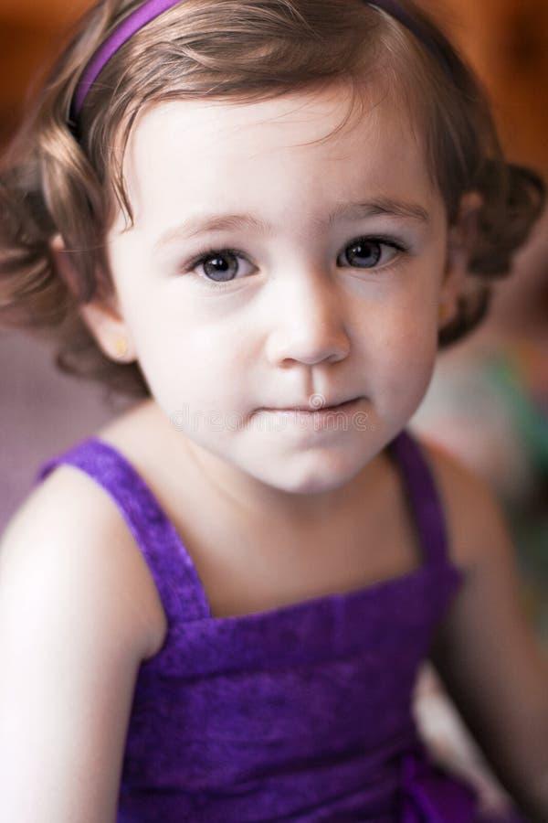 Close-up van een twee-jaar-oud meisje royalty-vrije stock afbeelding