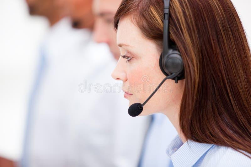 Close-up van een vrouwelijke agent van de klantendienst stock afbeelding